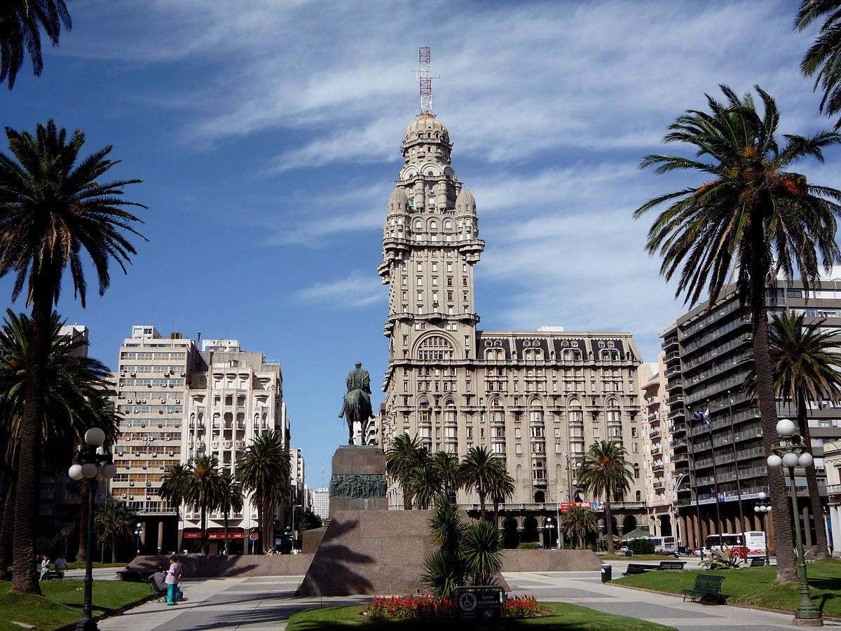 Montevideo is one of the places you can see when doing South America for Cheap ... photo by CC user Fulviusbsas on pl.wikipedia.org