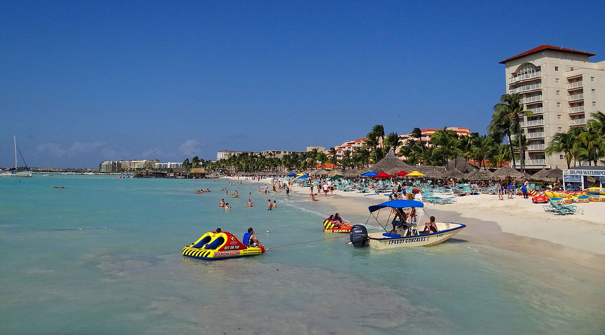 Does a Caribbean Getaway to Palm Beach in Aruba sound good to you? ... photo by CC user Bjørn Christian Tørrissen via wikimedia commons